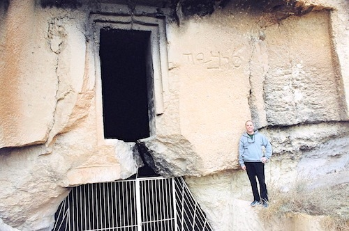 The gaping, open door into Tobiah's c. 445 BC Temple/Palace in modern-day Jordan. Tobiah is inscribed on the right hand side of the door.