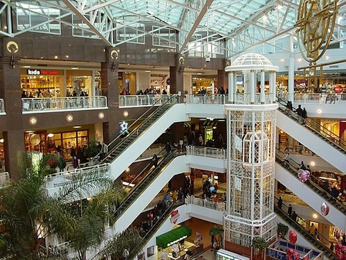Mall of America, Bloomington, Minnesota; 40 million visitors/year; 4.82 million square feet; largest mall in America